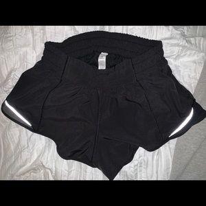 "Black Lululemon Hotty Hot Short || 2.5"""